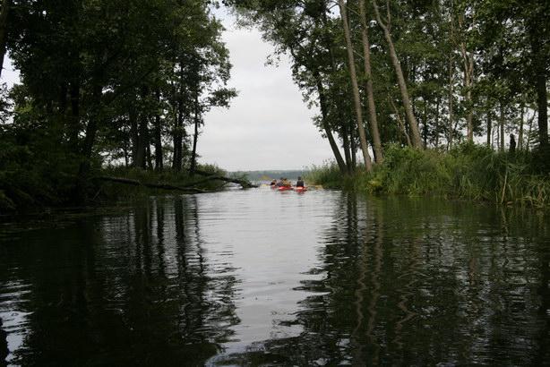 Spływ kajakowy rzeką Sapiną, ujście do jeziora Stręgiel