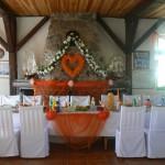 Udekorowany stół w czasie wesela w Tawernie